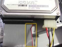 ハードディスクに繋ぐIDEケーブル